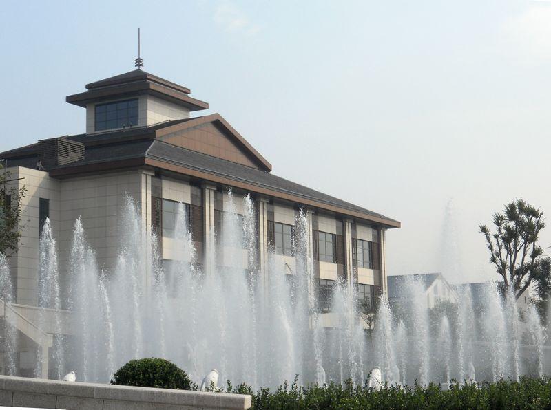 喷泉公司的经典案例-山东淄博鸿嘉星城盛圆大酒店喷泉景观